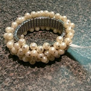 Stretchy Ivory Pearl bracelet.